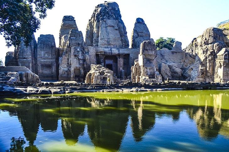 Templos Hinduistas Del Mundo Los templos excavados en la roca de Masrur en Himachal Pradesh, India