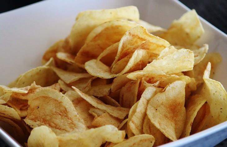 comida caducada que no debes tirar chips