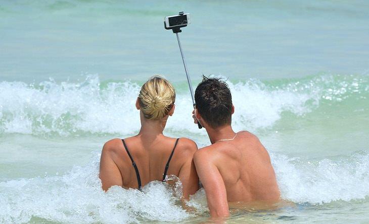Ideas dañinas impuestas por la sociedad la vida tiene que ser documentada en redes sociales
