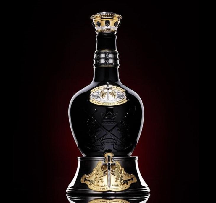 Los licores, licores y alcoholes más caros vendidos en todo el mundo, Royal Salute Tribute To Honor: $ 215,000