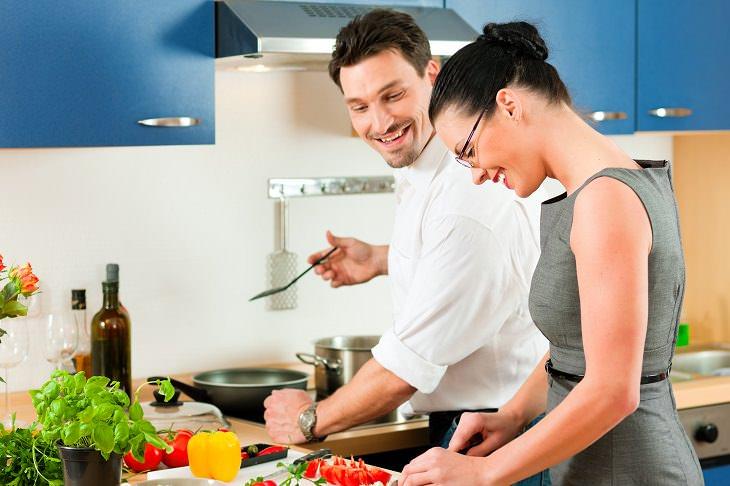 las mujeres casadas trabajan 7 horas más en promedio
