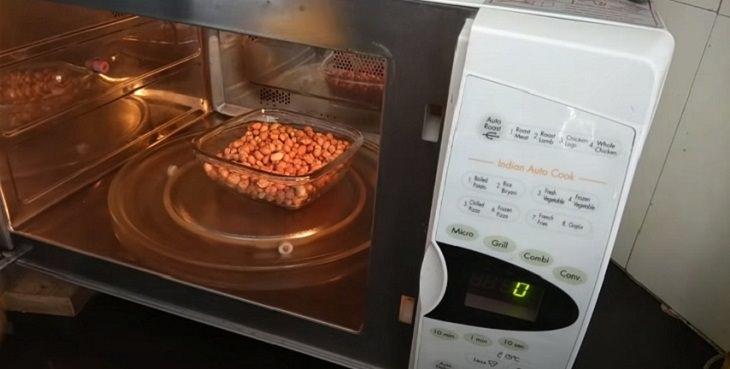 Cómo tostar cacahuetes en el microondas