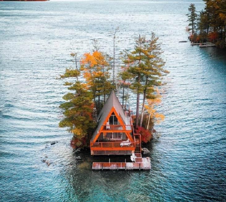 "1. ""The A-Frame"" y su muelle flotante, en el lago Winnipesaukee, New Hampshire"