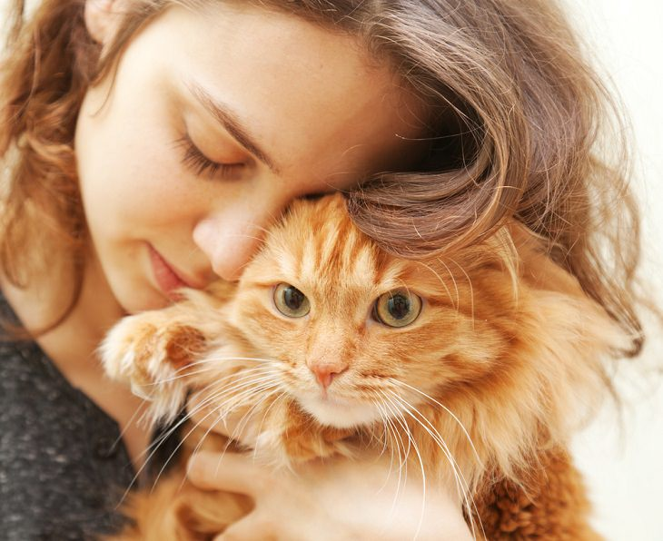 Los cinco tipos de dueños de gatos Protector preocupado