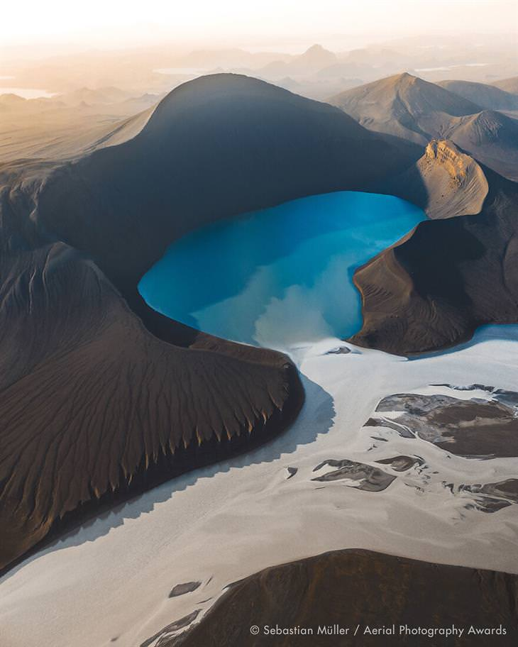 Fotos Aéreas Del 2020 Primer lugar en la categoría de paisaje: Skyggnisvatn de Sebastian Müller