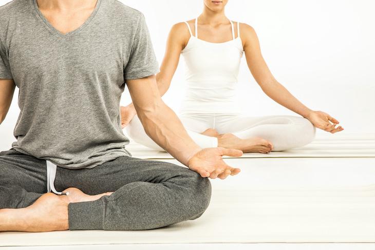 ¿Cuáles son los beneficios del yoga restaurativo?