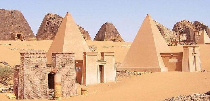 2. Las pirámides de Meroë