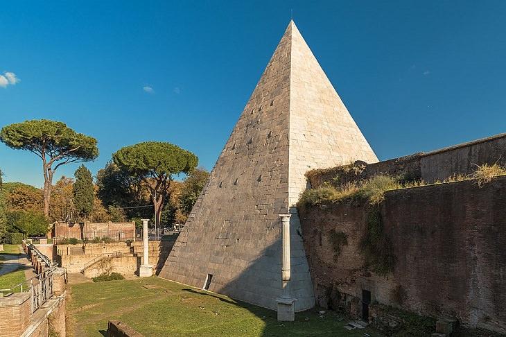1. La pirámide de Cestio