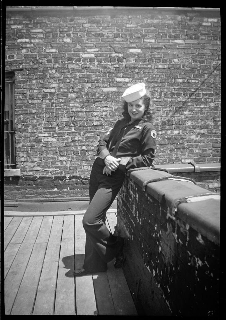 Estas Increíbles Fotos Te Llevarán Al Chicago De 1930 mujer con uniforme de marinero