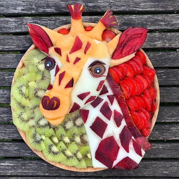 Asombrosas Obras De Arte Animal Elaboradas Solo Con Frutas jirafa