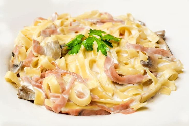 Surprisingly Harmful Takeout Foods Chicken Alfredo