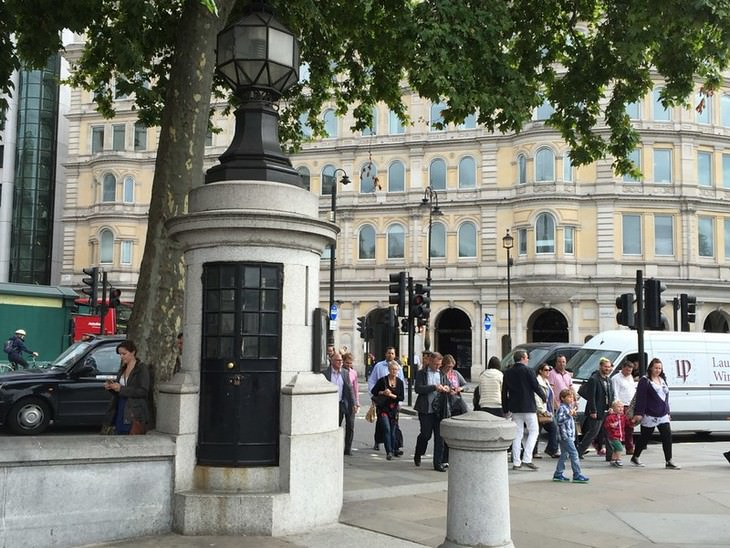8 Secret Rooms in the World's Most Famous Landmark Trafalgar square