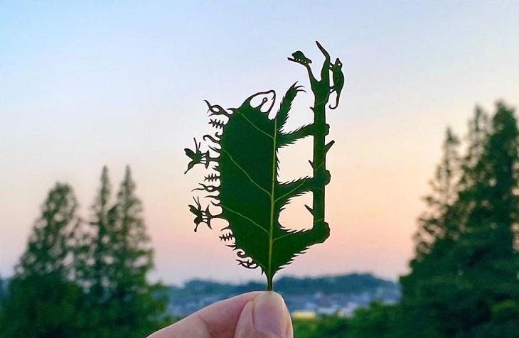 Artista Japonés Recrea Mundos En Miniatura En Hojas De Árbol ¿Un jardín con flores o un perezoso?