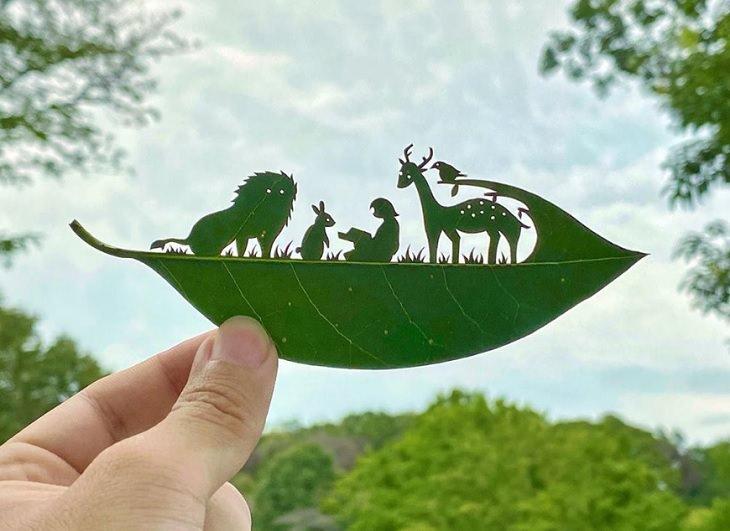 Artista Japonés Recrea Mundos En Miniatura En Hojas De Árbol Bibliotecaria en el bosque