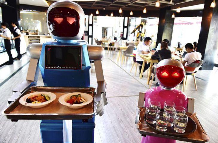1. Un restaurante donde los robots sirven comida y bebidas.