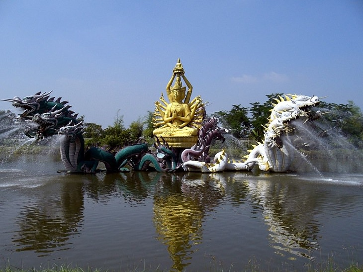 15 Fuentes De Todo El Mundo Diseñadas Para Asombrarte Fuente del Bodhisattva Avalokiteshvara, Ciudad Antigua, Tailandia
