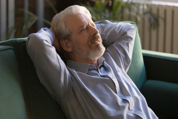 1. Los adultos mayores deben dormir menos o más