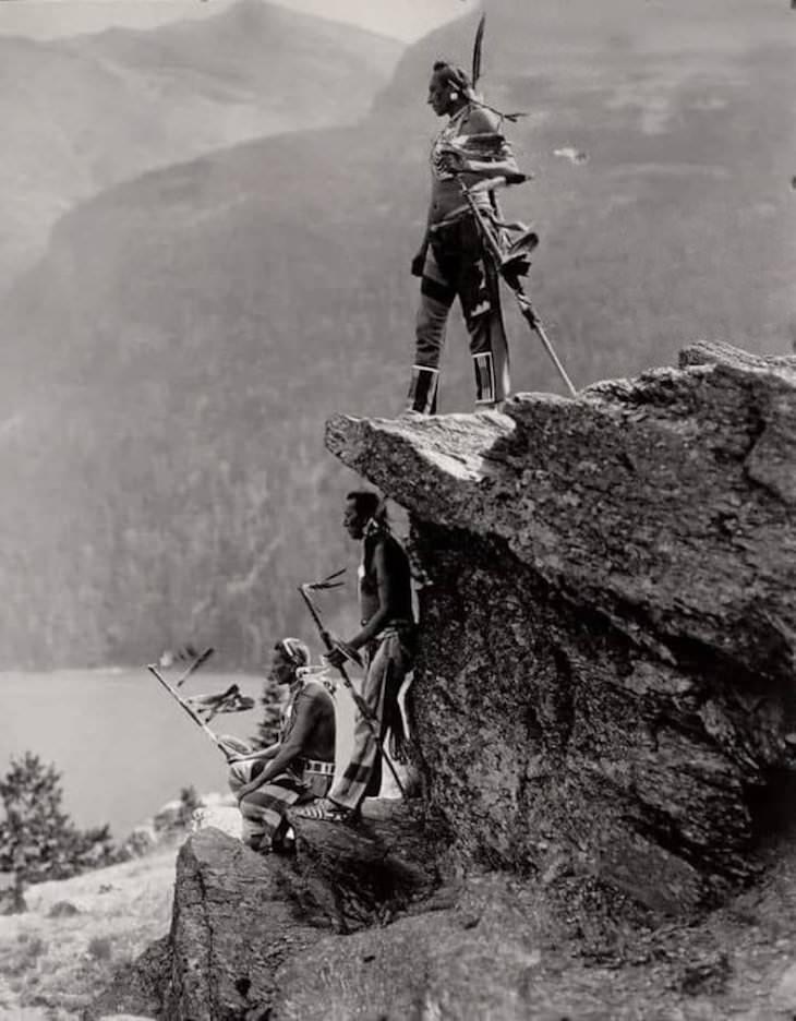 Imágenes De Curiosidades Del Mundo Nativos americanos de la tribu Blackfoot en el Parque Nacional Glacier, Montana, alrededor de 1913