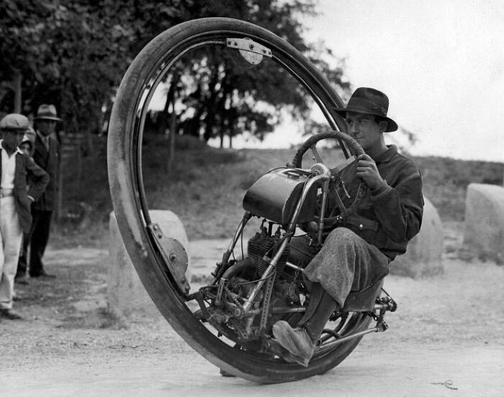 Inventos Tecnológicos Del Pasado Motocicleta de una rueda