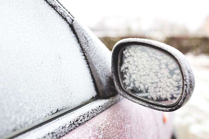 ¿Por qué es perjudicial dejar un coche en ralentí?