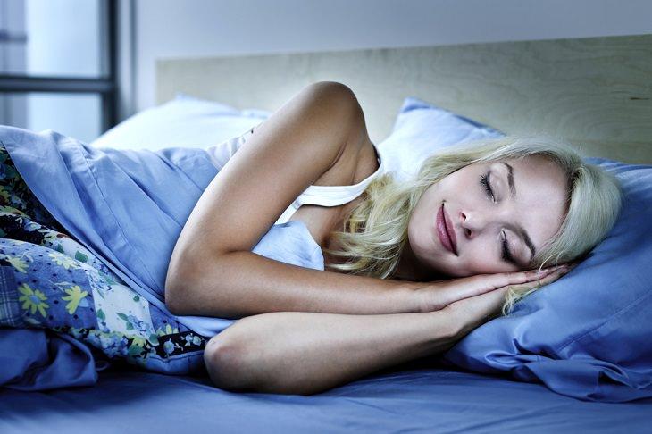 1. Te ayudará a dormir mejor
