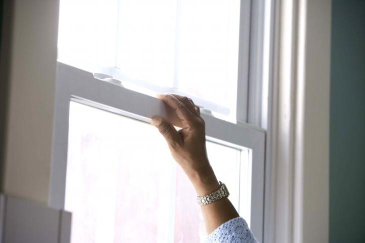 2. Mantén las ventanas abiertas si alguien tiene covid en casa