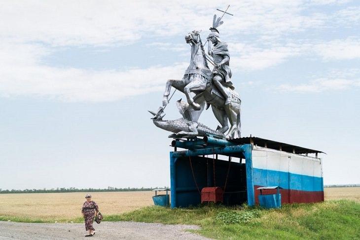 15 Hermosas Paradas De Autobús De La Antigua Unión Soviética estatua