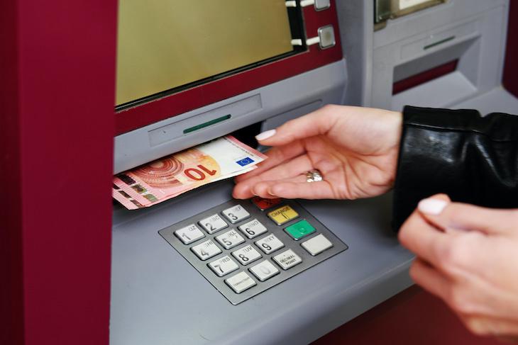 Cómo evitar la transferencia de gérmenes mediante los billetes
