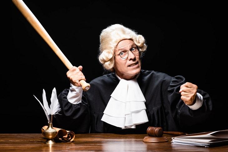 Este Juez Es Un Poco Cascarrabias