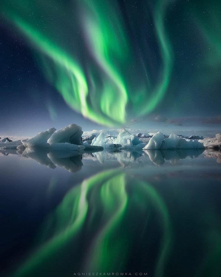 "Las Mejores Fotos De Auroras Boreales Del 2020 ""Convergencia"" de Agnieszka Mrowka"