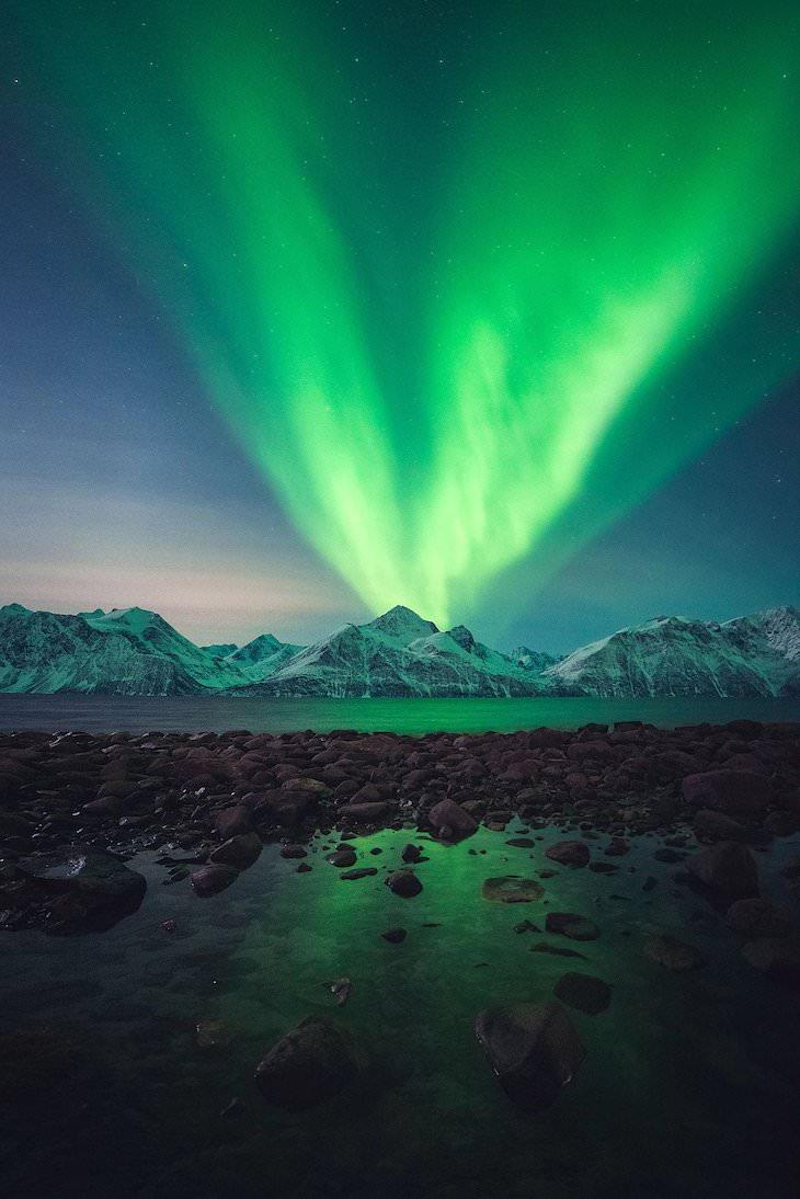 """Las Mejores Fotos De Auroras Boreales Del 2020 """"Erupción de Aurora"""" de Tor-Ivar Næss"""