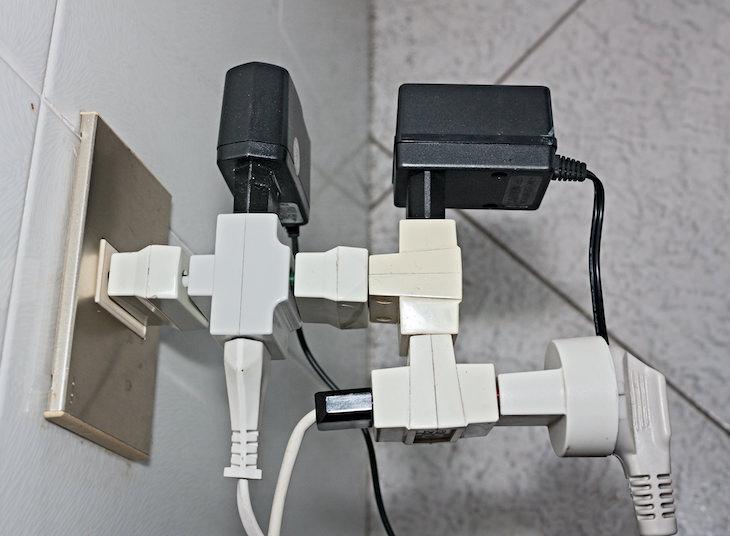 Consejos De Seguridad Al Usar Un Enchufe Múltiple No conectes un enchufe a otro