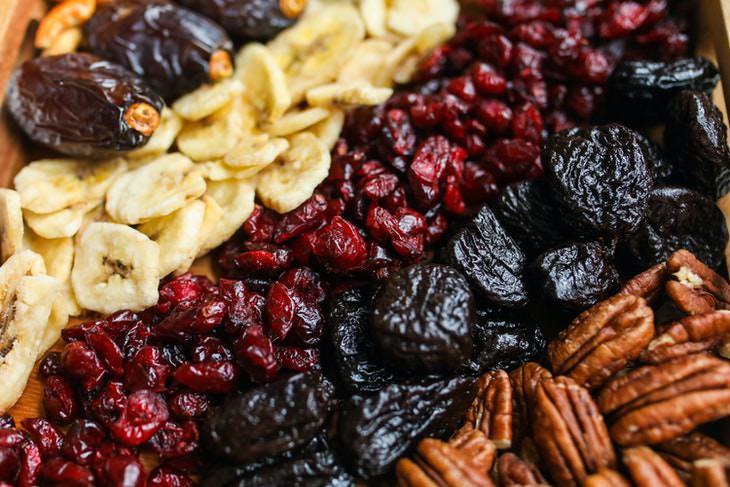 1. Frutos secos y nueces debes guardar nevera