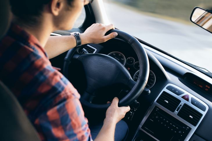 Casos En Los Que Es Mala Idea Usar La Tarjeta De Débito Para alquilar un coche