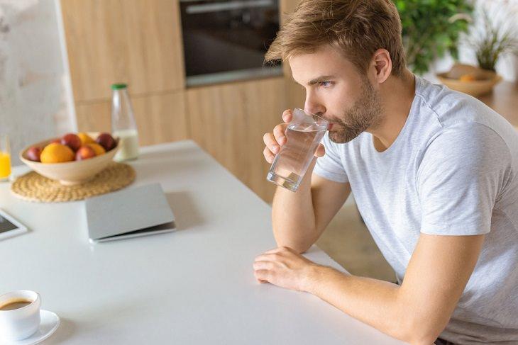 Consejos Para Eliminar La Cafeína De Tu Cuerpo Bebe suficiente agua