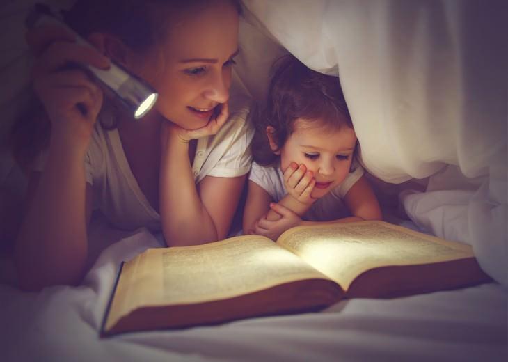 . Leer con poca luz afectará tu vista