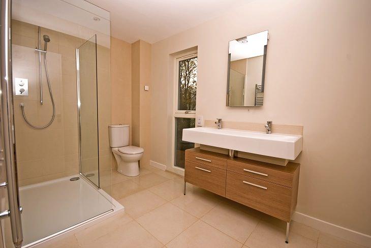Leyes Extrañas Del Mundo Los escoceses tienen una ley que requiere que permitas que cualquier persona que llame a tu puerta y solicite usar el baño