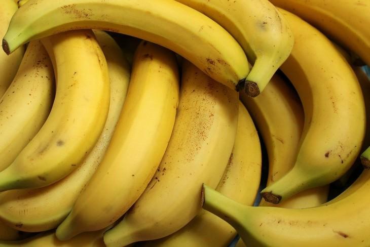 alimentos que causan estreñimiento plátanos