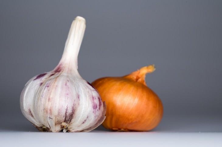Alimentos que causan estreñimientos cebolla y ajo