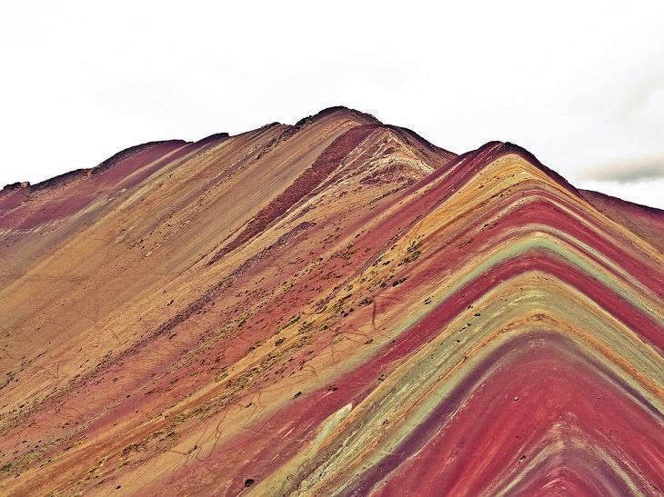 8 Lugares Reales Que Parecen Sacados De Películas. Rainbow Mountain, Perú