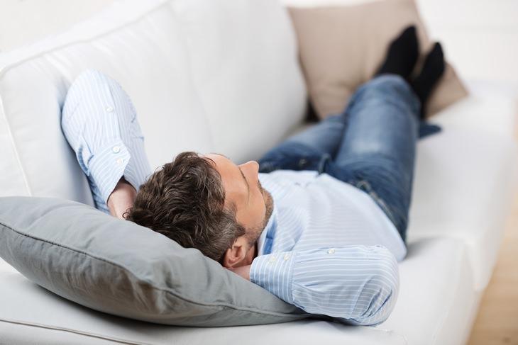 6 formas de sentirte mejor después de comer en exceso no te acuestes