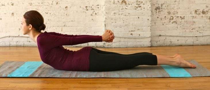 5 Posturas De Yoga Para Estirar Tu Columna Vertebral