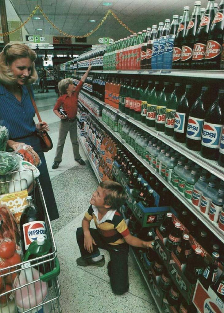 Supermercados antiguos refrescos en botellas de vidrio