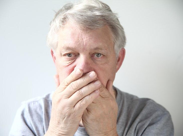 síntomas de caries mal aliento o mal sabor de boca