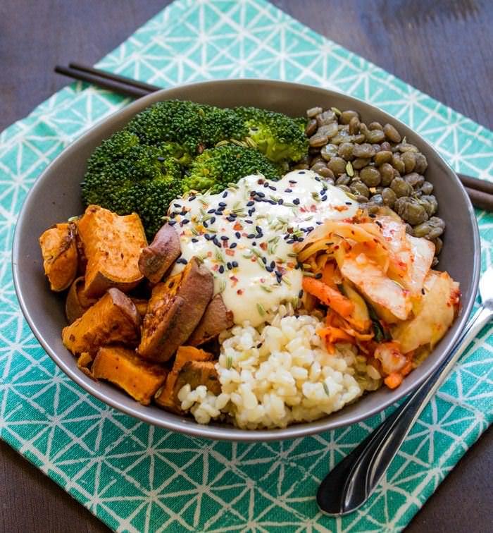 Un Bowl Lleno De Alimentos Saludables