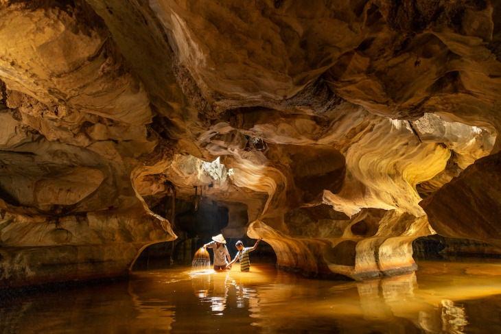 Fotos Finalistas Del Concurso De La Revista Smithsonian Pescando en la cueva