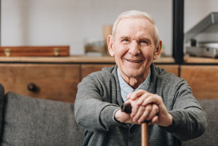 Actos De Bondad Hacia Los Ancianos Durante El Coronavirus Red de voluntarios entregan alimentos a adultos mayores