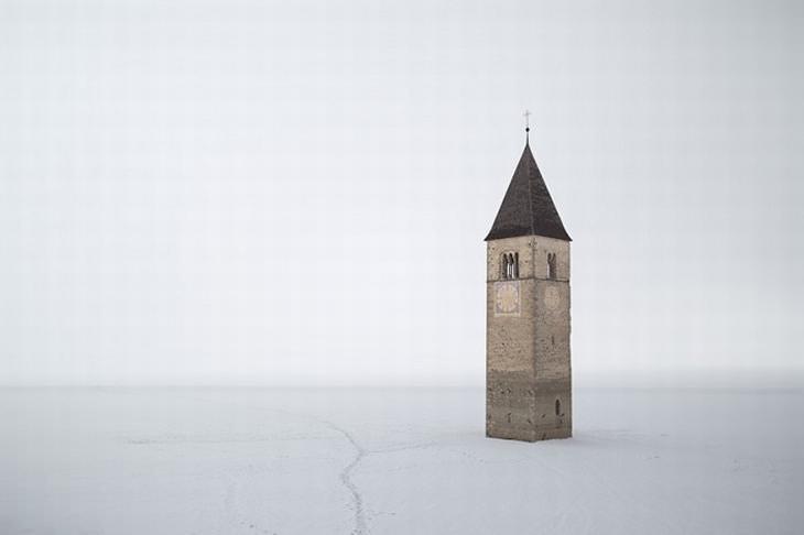 lugares enterrados bajo el agua 1. El campanario de Curon Venosta, Italia