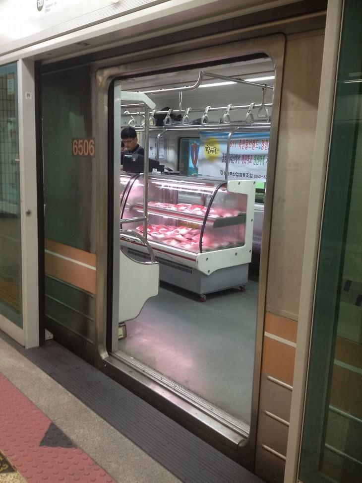 Imágenes divertidas en el metro Seúl, Corea del Sur metro convertido en supermercado