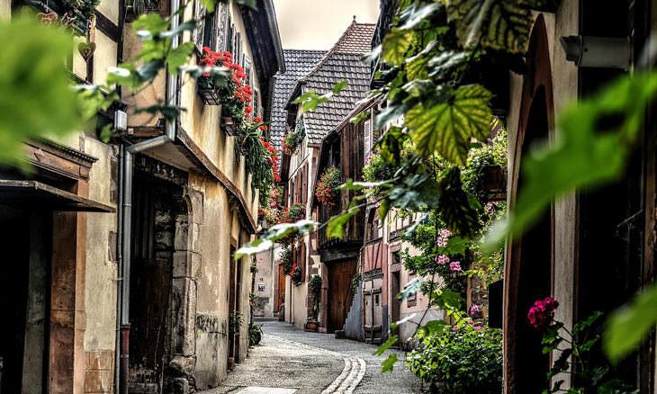 1. En lugar de Venecia, Italia, visita Colmar, Francia.